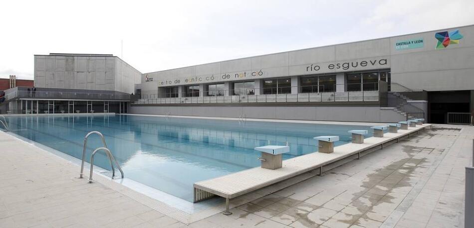 Nueva piscina cubierta en el complejo deportivo esgueva for Piscinas cubiertas salamanca